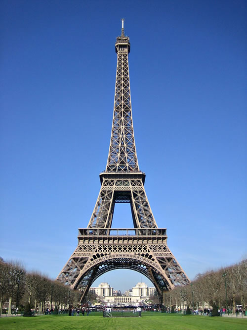 eiffel tower used as an antenna